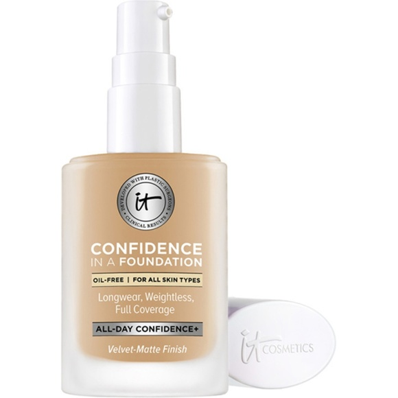 it cosmetics Other - NWT It Confidence in a Foundation - Medium Beige